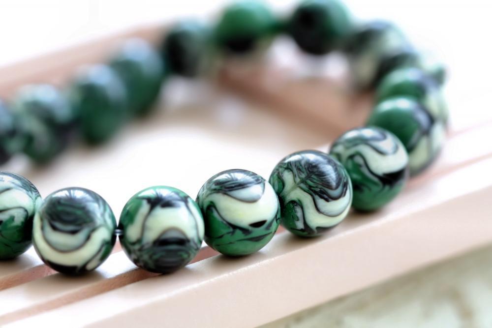 Vintage Green Black Cream Swirled Round Lucite Beads